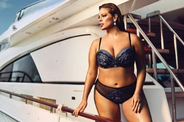 Plus-size модель Эшли Грэм представила свадебную коллекцию нижнего белья