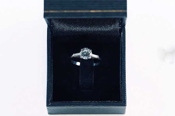 Как менялась мода на обручальные кольца: 100 лет за 3 минуты