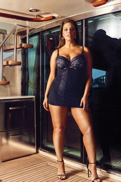 Модель plus-size Эшли Грэм представила линию свадебного белья