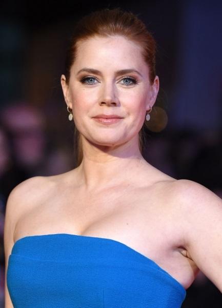 Эми Адамс прибыла на премьеру фильма в очаровательном платье