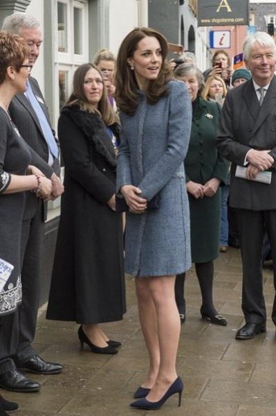 """Кейт Миддлтон пришла на открытие магазина в """"скучном"""" пальто"""