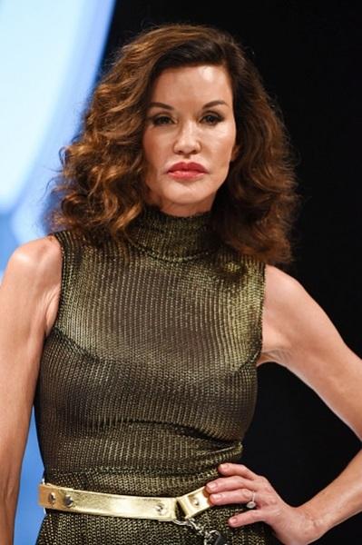 Дженис Дикинсон призналась, что у нее рак груди