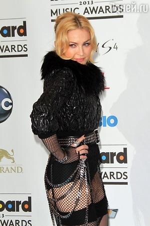 Мадонна нашла утешение в объятьях нового юного бойфренда