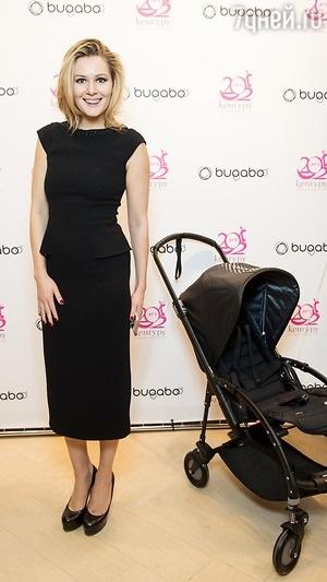Жена Галустяна выбирает коляску для малыша