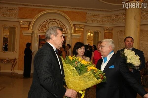 Лещенко подарил Винокуру кожаный портфель