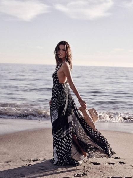 Алессандра Амбросио позирует на вечернем пляже для Cosmopolitan