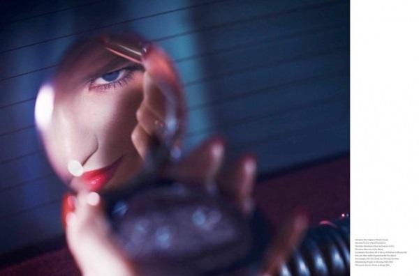 Саша Лусс в образе мафиозной жены для Vs. Magazine