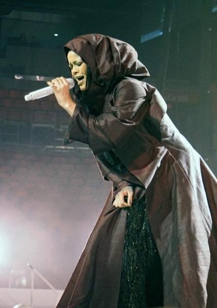 Рианна продемонстрировала новые сценические костюмы