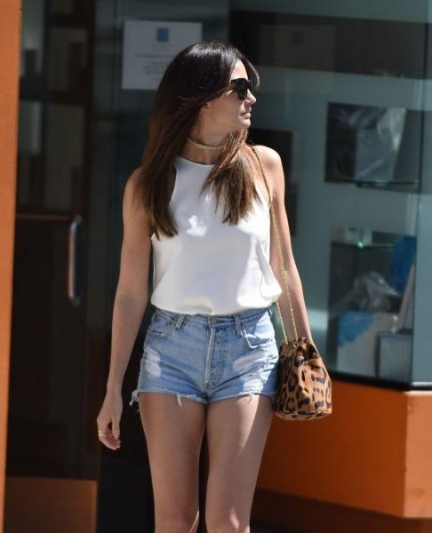 Лили Олдридж прогулялась по Голливуду в шортах