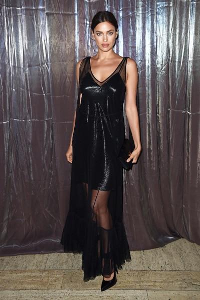Ирина Шейк вышла в свет в платье для беременных