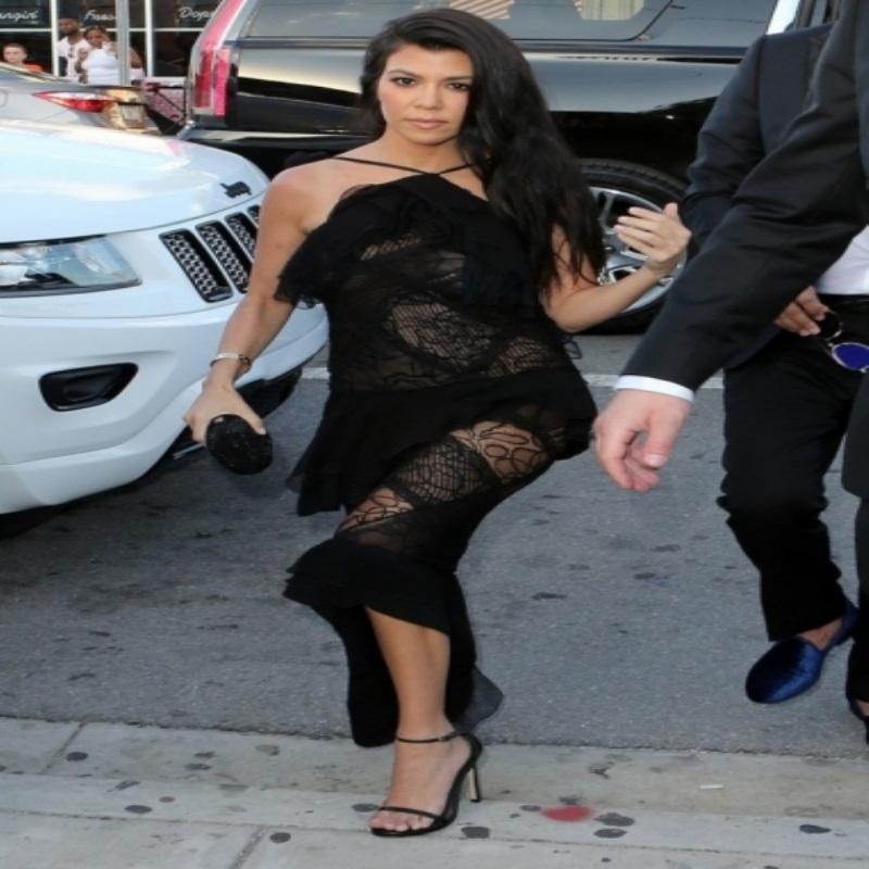 Ким Кардашьян поразила селфи, сделанным на свадьбе друзей