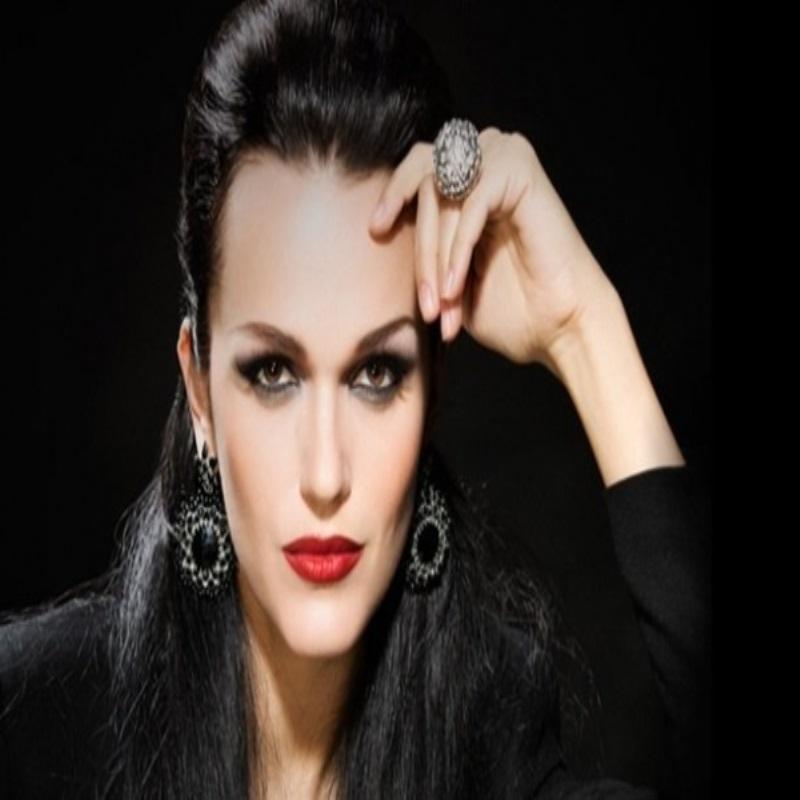 Певица Слава поразила всех снимком без макияжа
