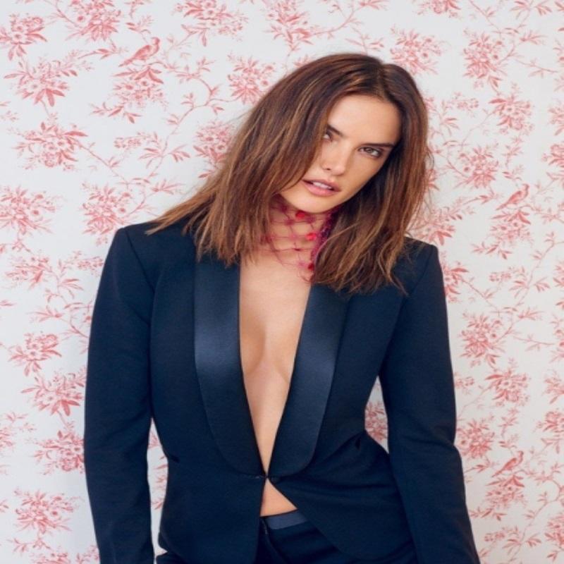Красавица Алессандра Амбросио украсила обложку Vogue