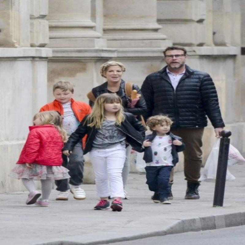 Тори Спеллинг не может покинуть Париж из-за плохого самочувствия