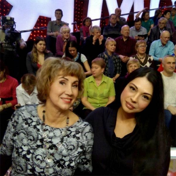Лариса Копенкина научила звезду «Дома-2» соблазнять мужчин