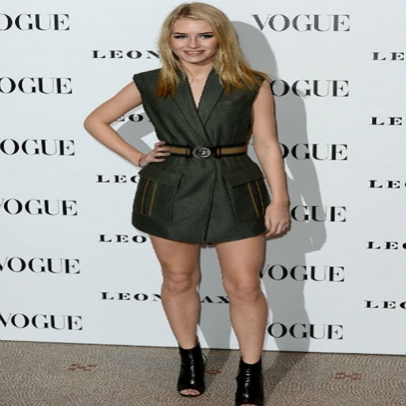 Лотти Мосс впервые снялась для обложки Vogue