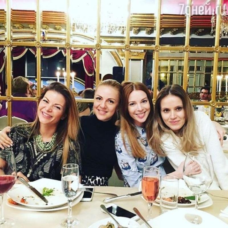 Наталья Подольская крестила родных племянниц