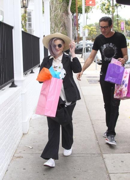 Яркая Келли Осборн гуляла по улицам Голливуда