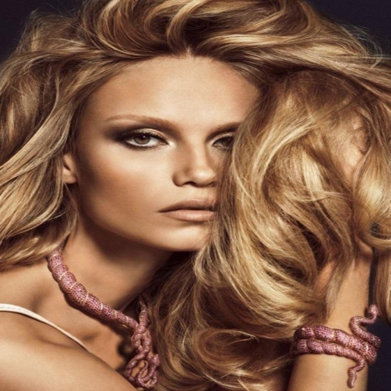 Наташа Поли в соблазнительном фотосете для Vogue