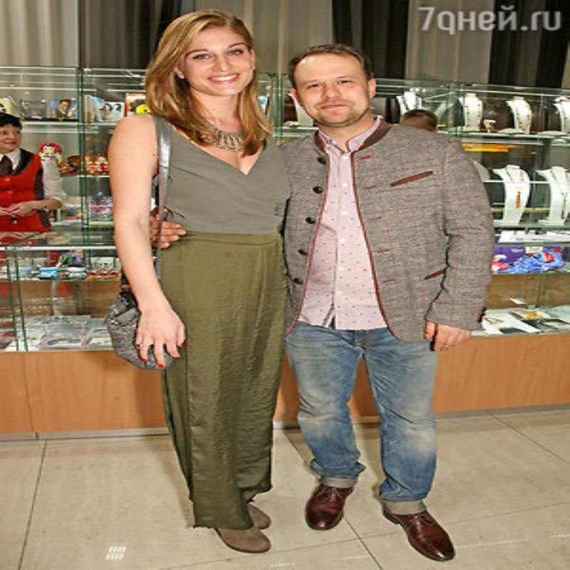 Супруга Кирилла Плетнева впервые вышла в свет после родов