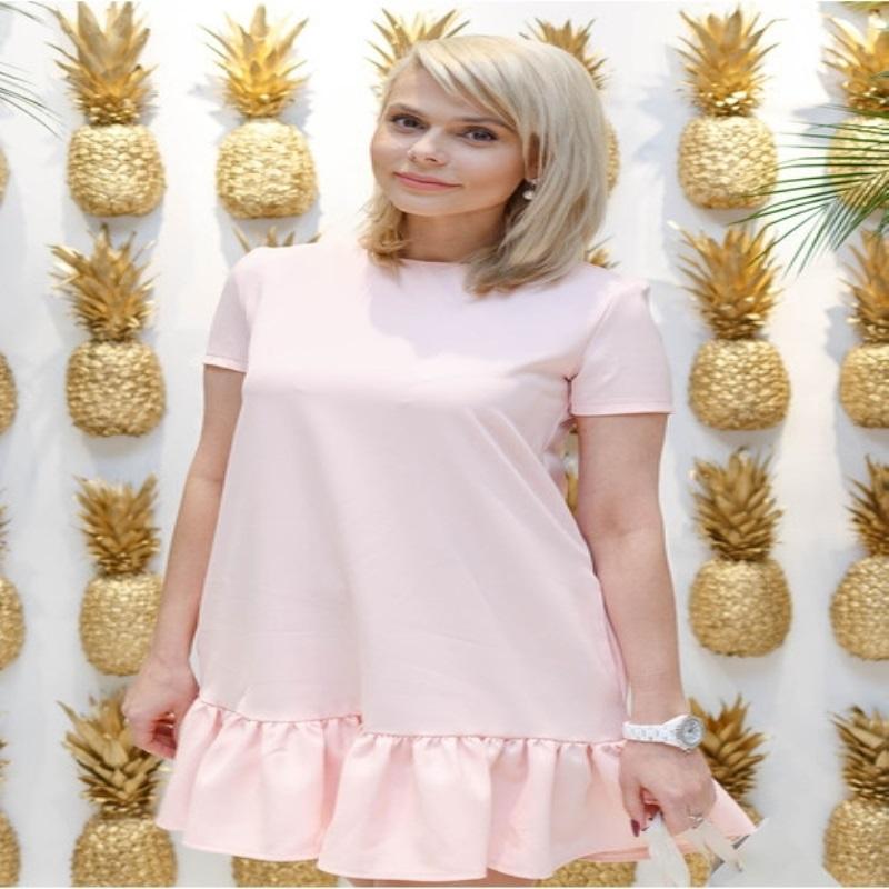 Певица Валерия примерила трендовый наряд
