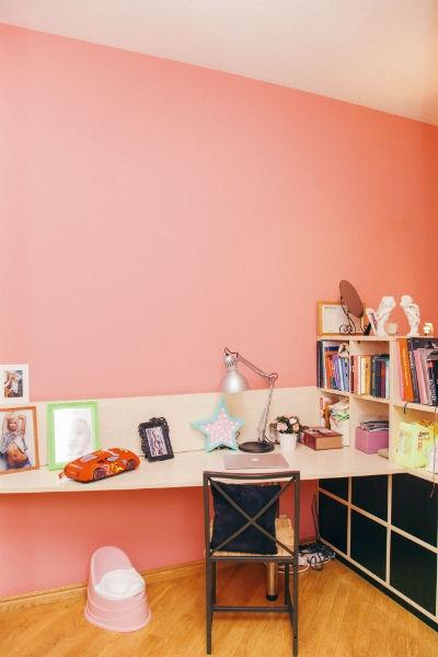 Элина Камирен показала съемную квартиру, где живет с дочерью