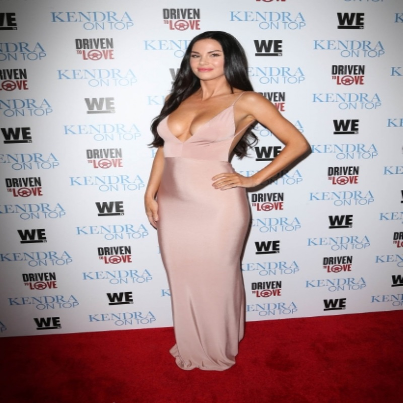 Джейд Николь посетила kendora on top в шикарном вечернем платье