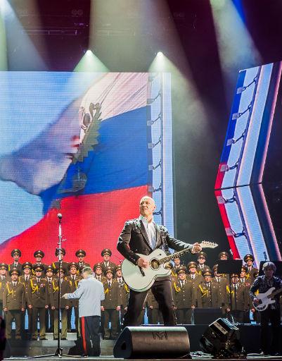 Денис Майданов вывел жену на сцену Кремля