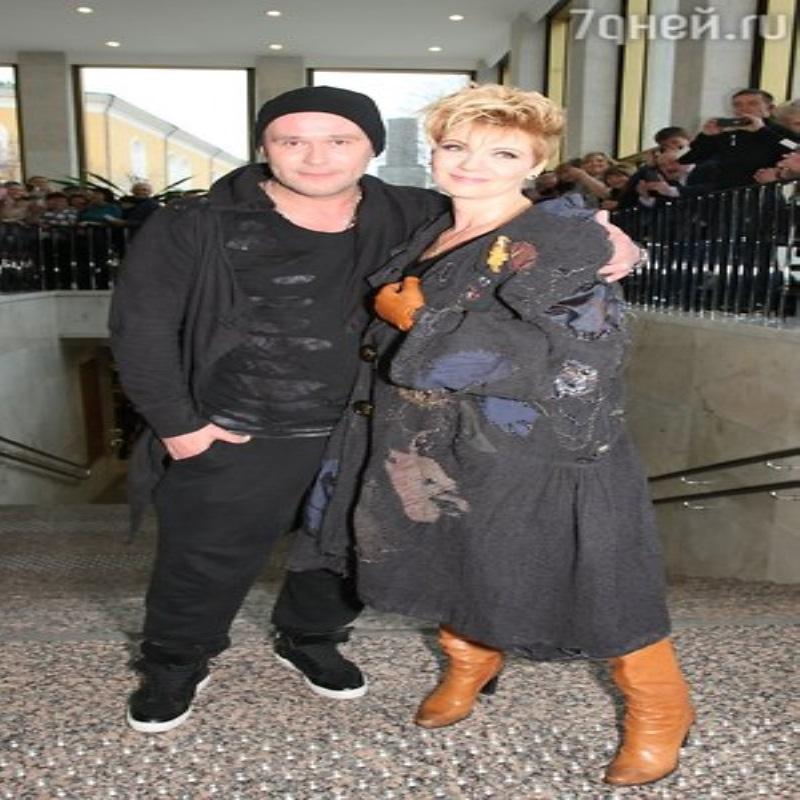 Королева и Розенбаум показала наряды в стиле «шансон»