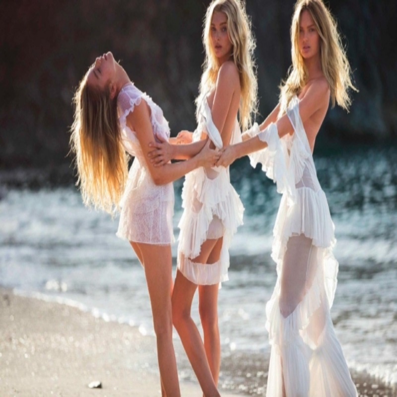 Ангелы «Victoria's Secret» украсили страницы Vogue