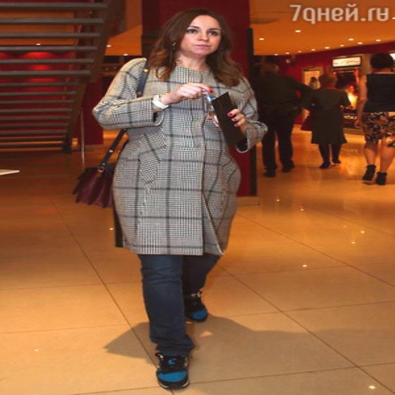 Константин Хабенский отвлекает внимание от беременной жены