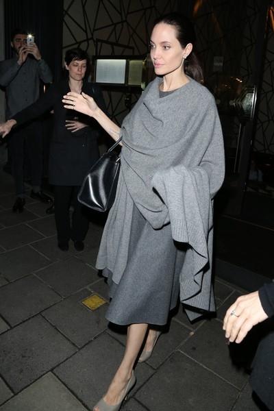 Несмотря на болезнь, Джоли выходит в свет и снимается в кино
