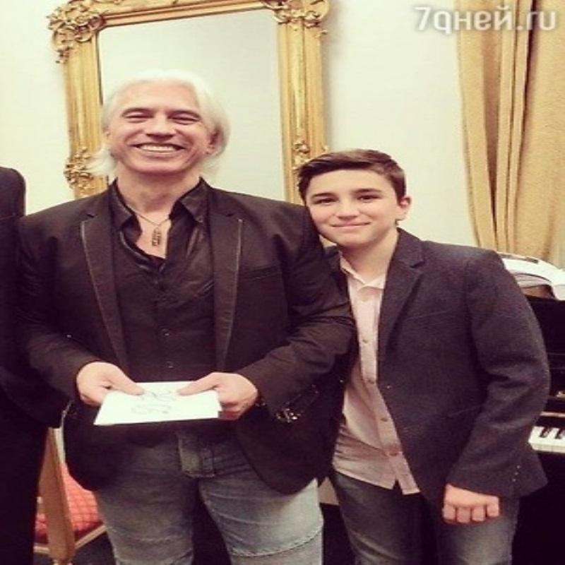 Дмитрий Хворостовский показал подросшего сына
