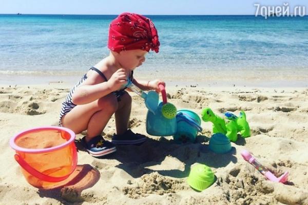 Звезда сериала «Кухня» отдыхает на Кипре