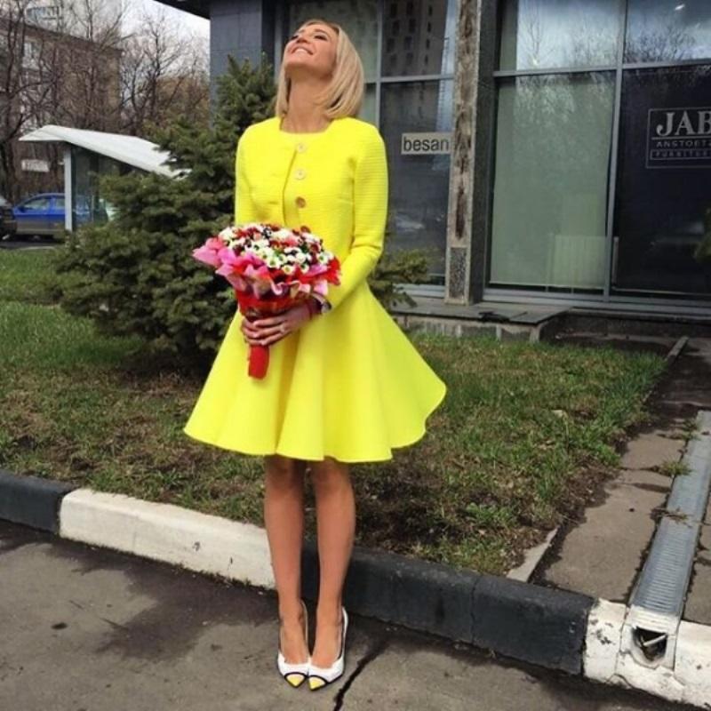 Ольга Бузова покорила очень ярким нарядом