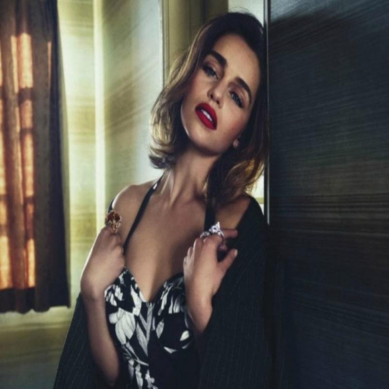 Эмилия Кларк в образе роковой красотки для Vogue