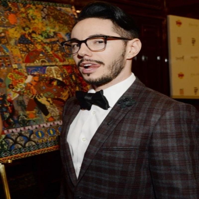 Тимуз Родригез готовится выйти на сцену Top Hit Music Awards с Анной Семенович