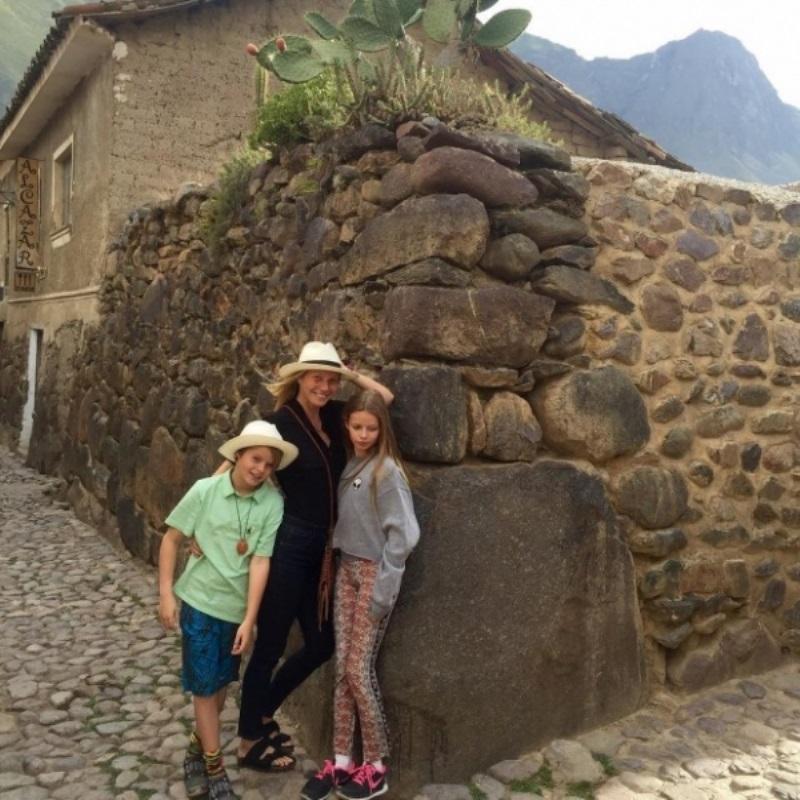 Гвинет Пэлтроу отдохнула с детьми и бывшим мужем в Перу