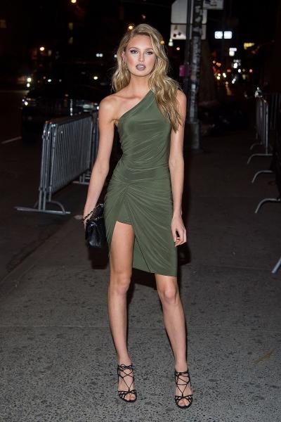 Роми Стрейд выбрала для вечеринки потрясающее платье