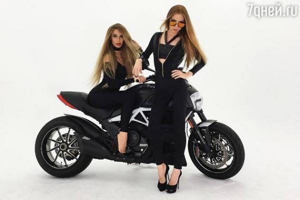 Видео: Алена Водонаева упала с мотоцикла