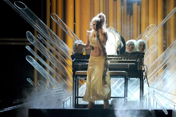 Пианино Леди Гаги уйдет с молотка за четверть миллиона долларов