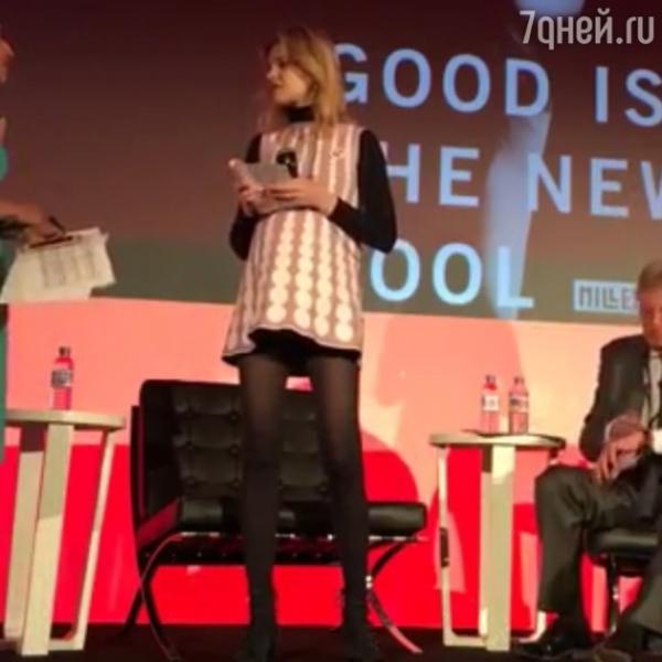 Беременная Водянова шокировала мини-платьем