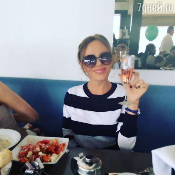 Юлия Началова занялась серфингом