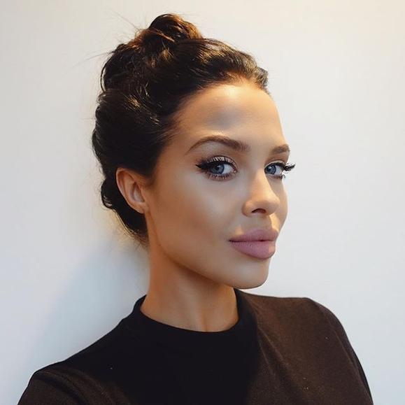 Одно лицо: Мара Тейген — двойник Анджелины Джоли