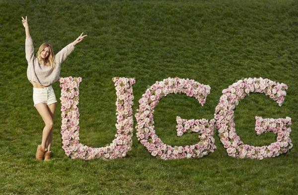 Рози Хантингтон-Уайтли рекламирует обувь Ugg Australia