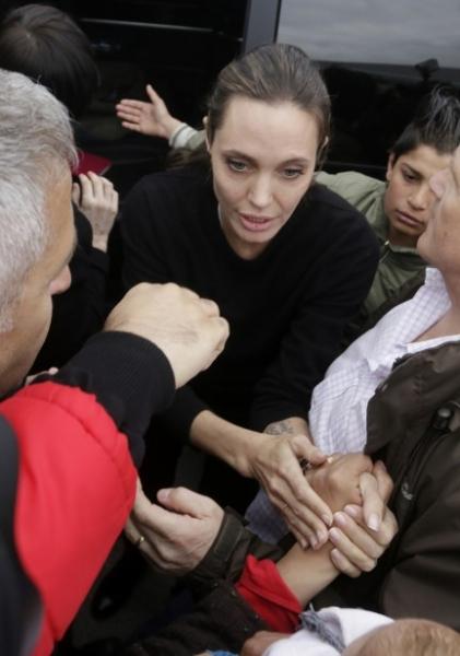 Кожа да кости: новые снимки Анджелины Джоли шокировали общественность