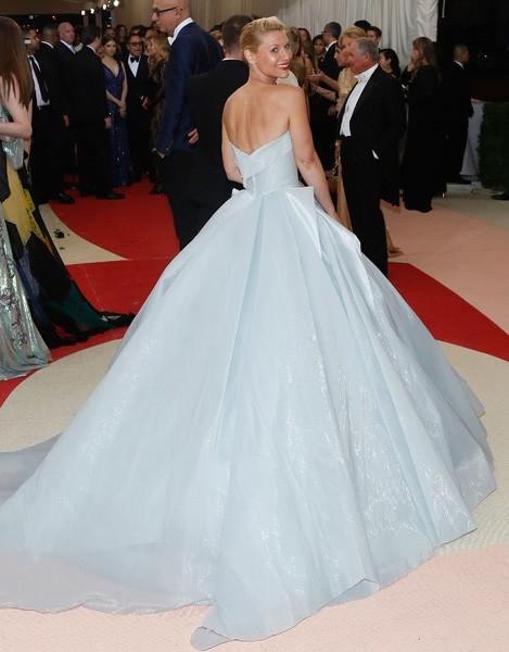 Мода будущего: как устроено платье-светлячок от Zac Posen