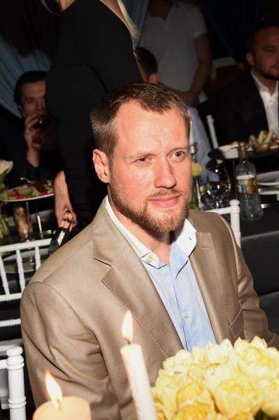 Лена Летучая прибыла на светскую вечеринку Moda Topical в компании будущего мужа