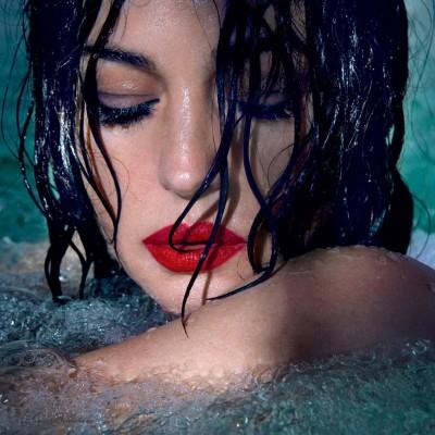 51-летняя Моника Беллуччи в роскошной фотосессии в бассейне