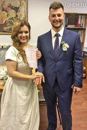 Звезда «Деффчонок» Анастасия Денисова вышла замуж